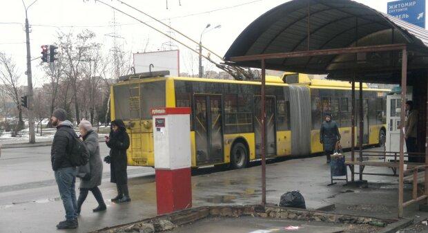 """Екстрені заходи через коронавірус прийняли в Києві, фото: """"тепер цілодобово..."""""""