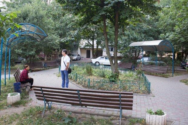 Під Одесою вандали влаштували погром на дитячому майданчику, фото: руйнували одне за іншим