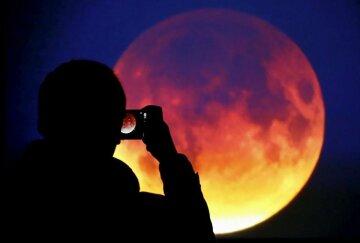 Місяць розчиниться в небі: українці зможуть спостерігати унікальне космічне явище, названо дату