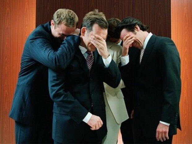 Чиновники-мужчины, смех