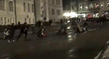 """В Киеве устроили масштабное побоище посреди площади: """"с криками били ногами за то, что..."""""""