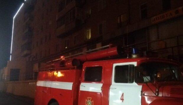 ПП в Дніпрі: гуртожиток охопив густий дим, кадри і деталі того, що відбувається