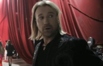 """Олег Винник підкорив галантністю, опустившись на коліно перед бек-вокалісткою: """"Оце чоловік!"""""""