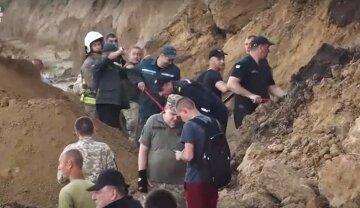 """""""Исчезла после оползня"""": спасатели ищут пропавших под завалами на Одесчине, видео"""