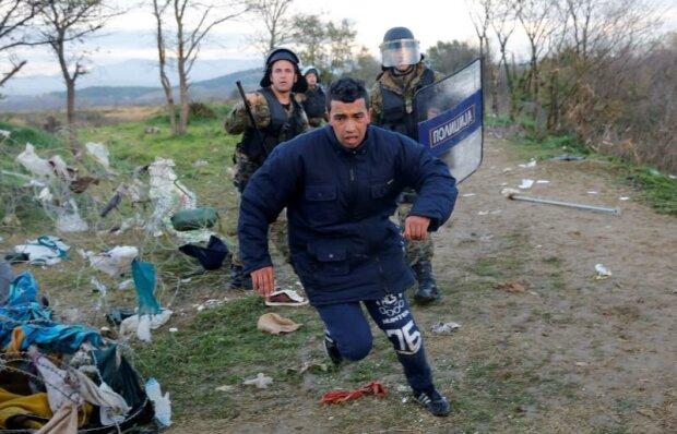 На границе Македонии мигранты подрались с полицией: 38 раненых