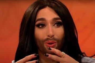 """Звезда """"Евровидения"""" Кончита Вурст втиснулась в корсет, приспустив штаны: """"Что творится у вас в голове?"""""""