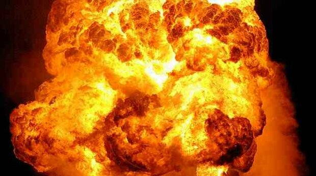 """Мощный взрыв прогремел во львовской многоэтажке: """"Повсюду стекла..."""", детали и кадры разрушений"""