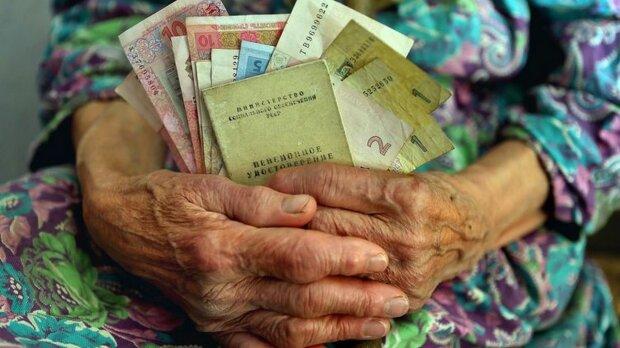 Ноу-хау от правительства: украинцы могут остаться без пенсий, готовьте последние деньги