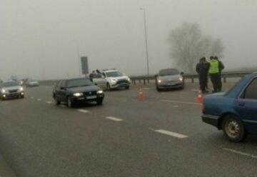 Місиво на популярній трасі Києва: 10 машин потрапили в ДТП через негоду, кадри