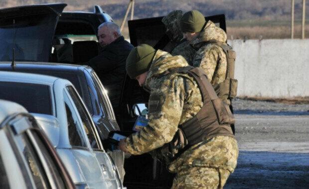 Переполох на кордоні України, скасування люстрації і удар по Путіну – головне за ніч