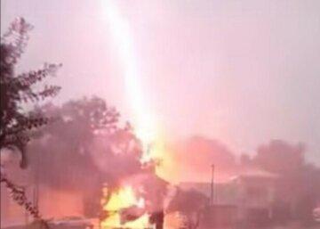 """Молния попала в молодых людей во время селфи: """"Печальное фото под дождем"""""""