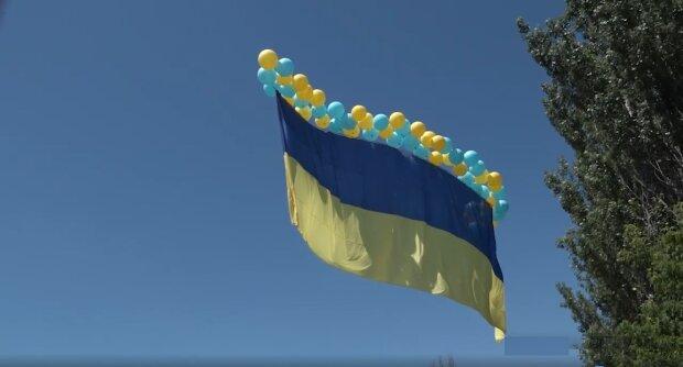 «Вас ніхто не кинув!»: над Донецьком підняли прапор України, в ООС показали разючі кадри