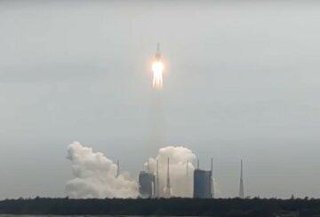 """Некерована ракета стрімко наближається до Землі, з'явилося фото: """"до падіння кілька..."""""""