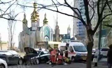 Новая трагедия на дороге в Киеве: водитель потерял сознание и вылетел на встречку, видео в места