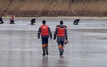 """На Львовщине водолазы обнаружили тела рыбаков, детали трагедии: """"Было поздно их спасать"""""""