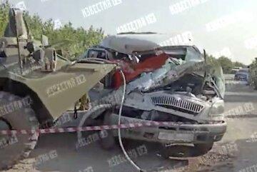 БТР на полном ходу протаранил маршрутку: кадры с места аварии