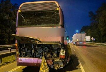 Вантажівка влетіла в автобус, всередині перебувало 40 пасажирів: деталі та фото ДТП у Києві