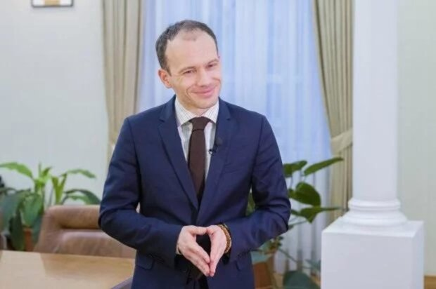 """Министр Малюська с зарплатой 226 тысяч ошарашил пикантными фото с женой: """"Именно так выглядит..."""""""