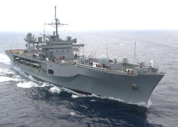 флагман Шестого оперативного флота ВМС США командно-штабной корабль Mount Whitney