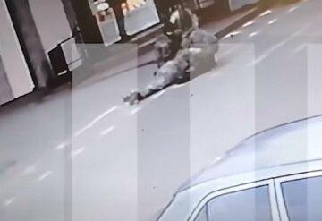 Последние минуты жизни украинской военной попали на видео: кадры с камер наблюдения