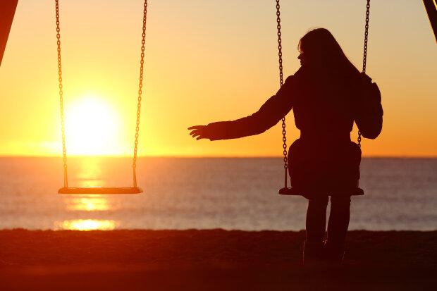 Single Or Divorced Woman Alone Missing A Boyfriend