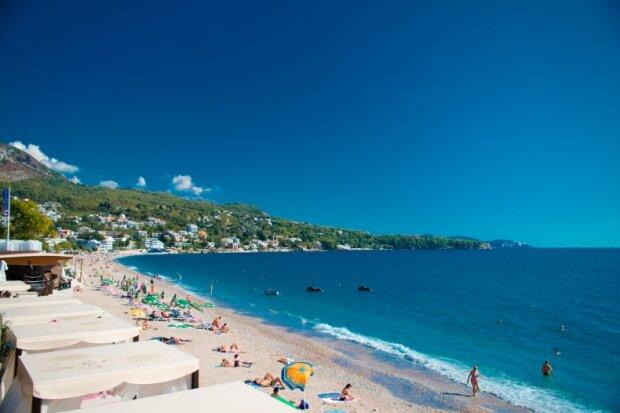 Величезного монстра знайшли на пляжі, туристів охопив страх: фото чудовиська