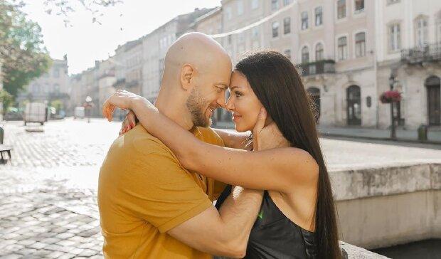 """Щасливий Влад Яма показав пристрасне кохання з молодою дружиною: """"Найкраща в світі"""""""