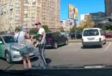 """""""Забризкав балончиком"""": таксист вирішив покарати людей за зауваження, серед постраждалих дитина"""