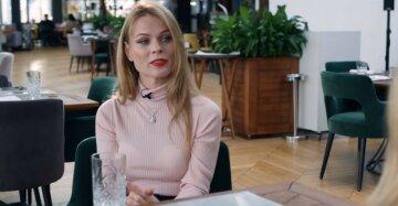 """Ольга Фреймут в домашнем образе без макияжа и с бокалом удивила внешностью: """"Когда очень хочется..."""""""
