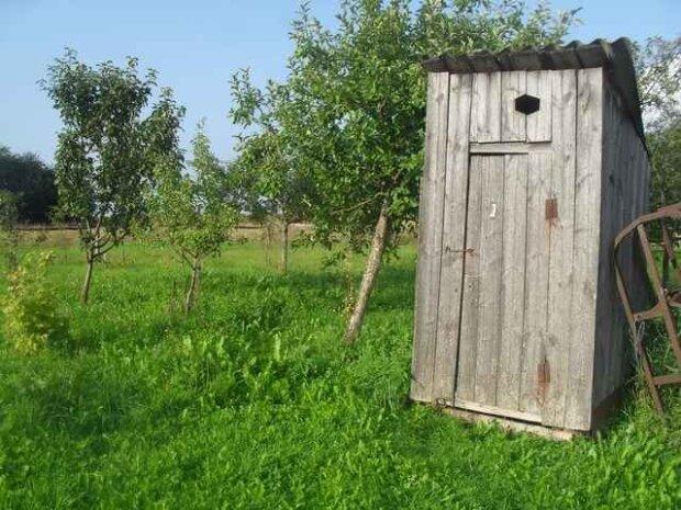 tualet-v-sele