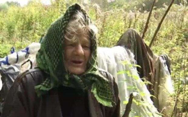 """""""Всім на неї наплювати"""": нахабні квартиранти вигнали літню українку в ліс, старенька в розпачі"""