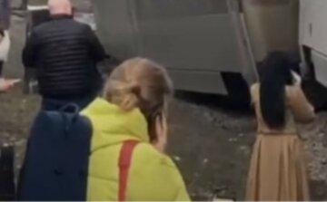 ЧП с поездом Интерсити: вагоны с пассажирами сошли с рельс, первые кадры