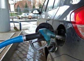 """Завтра бензин подешевшає на 1,15 грн – Мінекономіки знижує ціну за формулою """"Роттердам+"""""""
