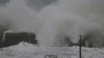 """Стихія обрушилася на Одесу і знищила цілий пляж, кадри наслідків: """"зник всього за день"""""""