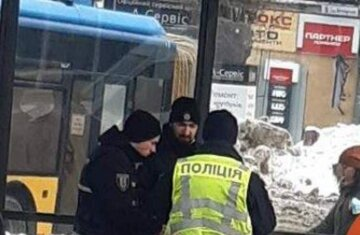 В Киеве произошла трагедия на остановке трамвая: на место срочно съехалась полиция, фото