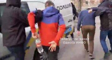 В Одесі підлітки накинулися на школяра серед білого дня: мати не стала мовчати