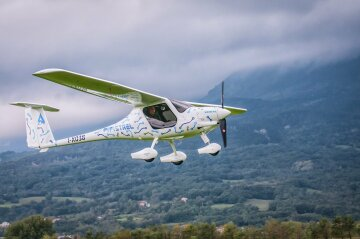 самолет alpha electro