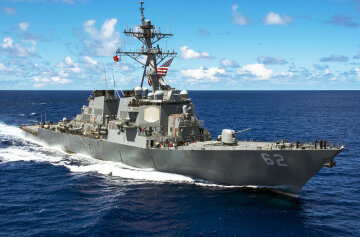 Эсминец США столкнулся с филиппинским судном: видео последствий