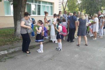 Не всех родителей пустят в школы к детям, власти огласили условия: подробности решения КГГА