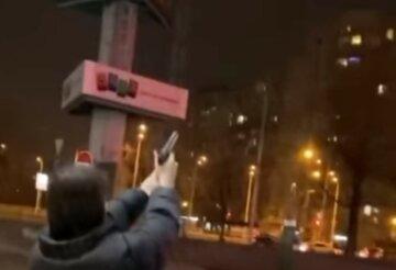 """Підлітки зі зброєю вийшли на вулиці Києва, городяни налякані: """"Будуть відстрілювати по підворіттях"""""""