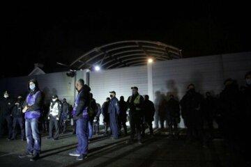 """Нацкорпус влаштував мітинг під резиденцією Венедиктової: """"Генпрокурора у відставку"""""""