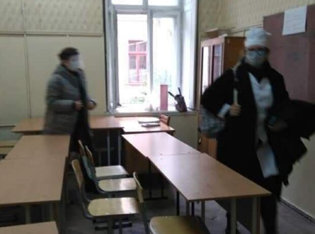 """""""Ноги онемели"""": одесские студенты пожаловались на борьбу с вирусом в медучилище"""