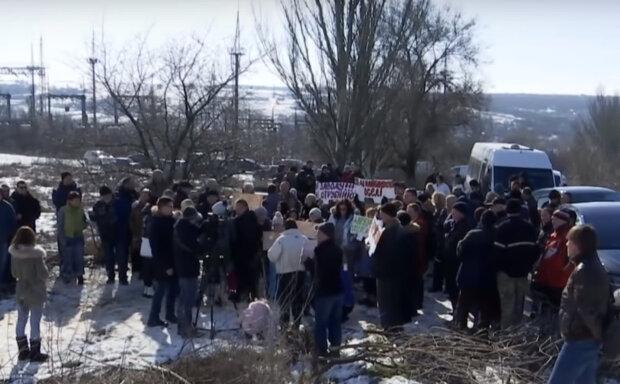 """Місто під Дніпром на межі катастрофи, люди вийшли на вулиці: """"140 тонн посліду збираються..."""""""