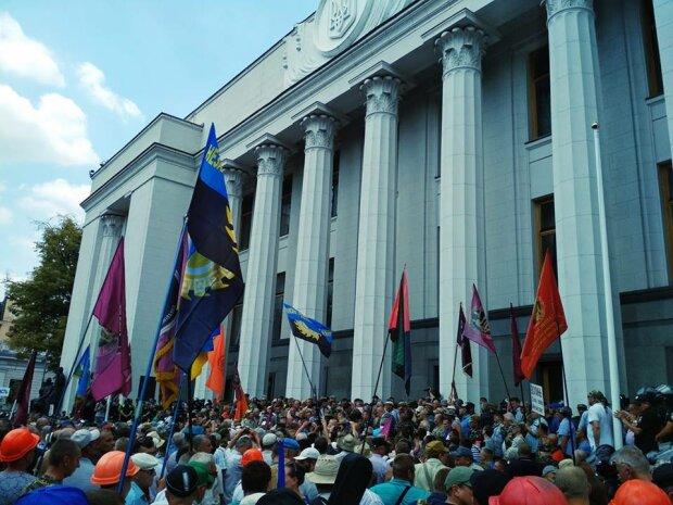 Юрий Павленко: Верховная Рада начала работу не с того места