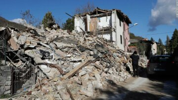 Мощное землетрясение оставило от города руины: «люди в панике выбегали из домов», кадры разрушений