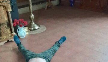 """""""Біс вселився"""": напівроздягнений українець влаштував дебош у храмі, кадри з місця"""
