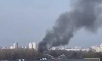 В Киеве прогремел взрыв, языки пламени вылетают из-под земли: первые детали и видео ЧП