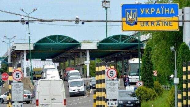 """Правила въезда в Украину кардинально изменились, озвучены требования: """"нужно иметь при себе..."""""""