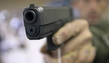 Ограбление по-американски: как кассир не дрогнул под дулом пистолета (видео)
