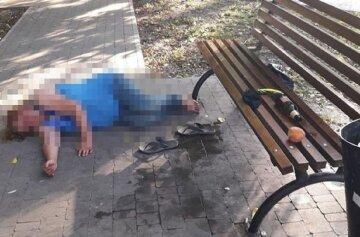 """Горе-мамаша оставила ребенка на улице в Одессе, фото: """"валялась без сознания под лавкой"""""""